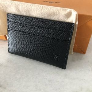 Louis Vuitton Accessories - Louis Vuitton Taiga leather card holder 🖤
